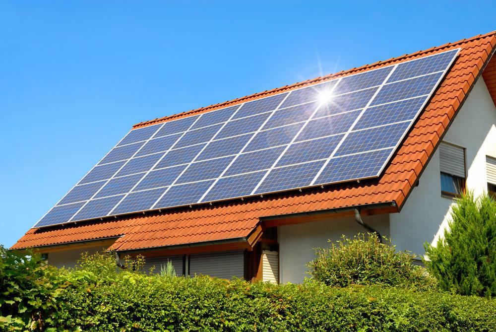 Placas fotovoltaicas, ahorro económico y beneficio medioambiental